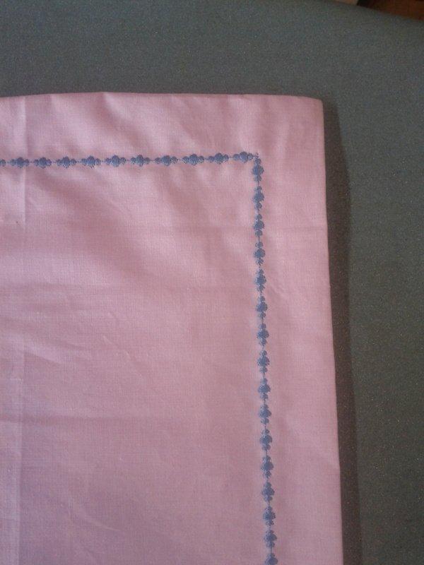 Point de bourdon sur taie d'oreiller  dans broderies IMG_20120307_120351